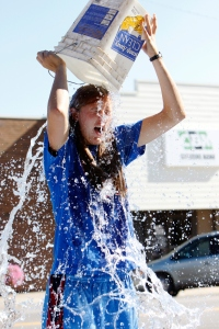 AP ALS ICE BUCKET CHALLENGE A FEA USA KS